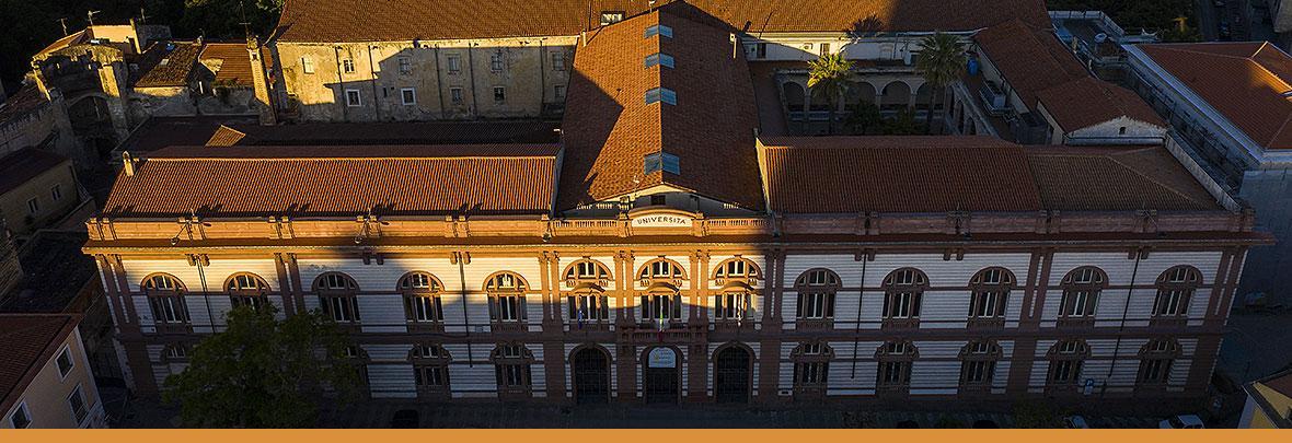 Ripresa dall'alto della facciata dell'Ateneo